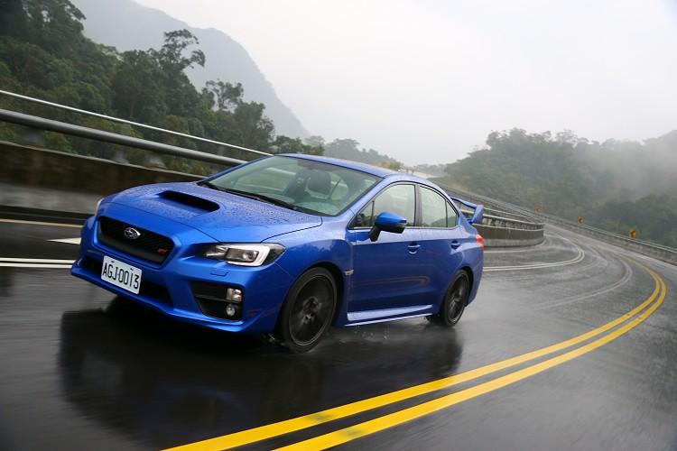 濕滑路面下,四輪傳動能發揮最大效益。