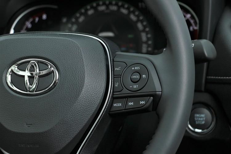 ACC主動車距控制按鍵設置在方向盤右側。