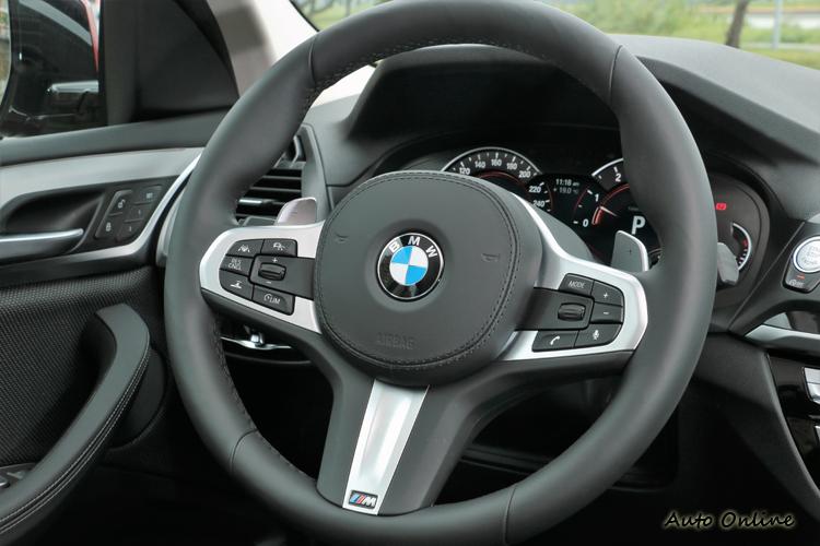 車內唯一選配就是這只M Sport方向盤。