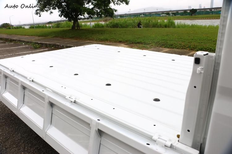 提供長2565mm與寬1660mm的載物面積,與前代相比,貨台尺寸全面升級,提升13%裝載面積。