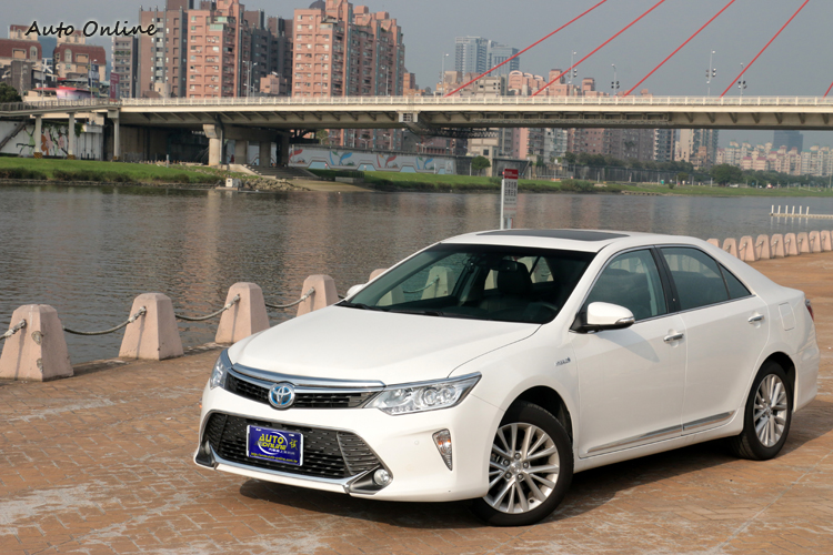 Toyota Camry Hybrid旗艦型142萬元是對手中最高的,但它整體配備朝向Lexus前進,展現出國產車中的霸氣。