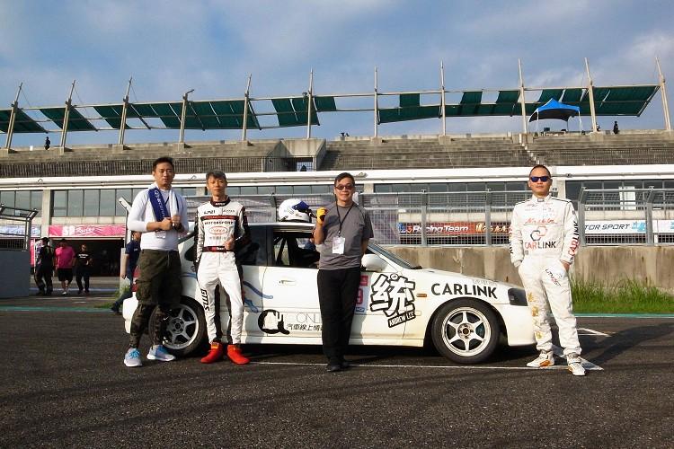 O.T.G.P耐久賽由知名店家特波提供的Honda Civic K8,車手(左起)我、詹秉奇、李一統、郭正浩四位車手。