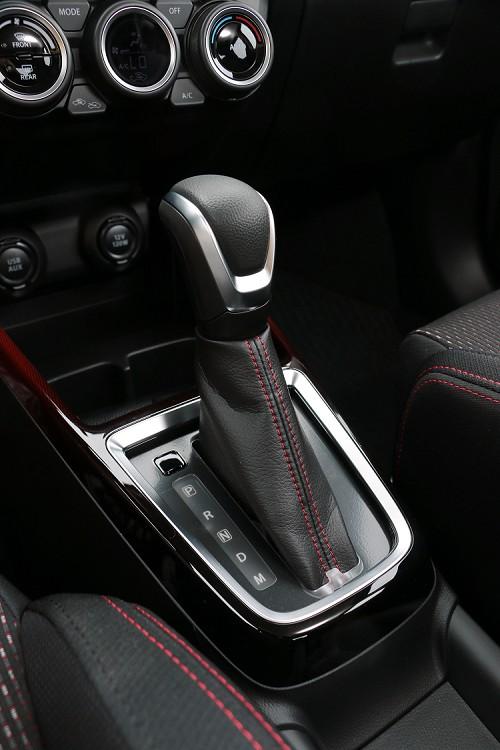 很可惜大家關注的手排車型會不會導入,答案是「No」,變速箱為傳統六速自排系統。