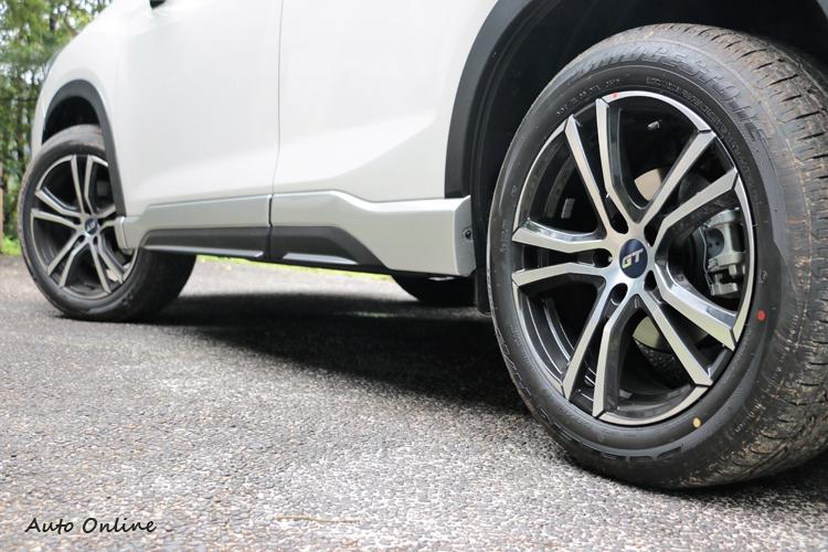 鋁圈的飾蓋變成GT式樣,但我個人還是喜歡Subaru的標誌。