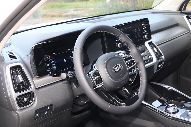 駕駛輔助系統已經不只侷限於僅能增進安全,如今消費者期待的是,新科技能夠為日常駕駛帶來更多的便利,讓開車過程更輕鬆、愉快。