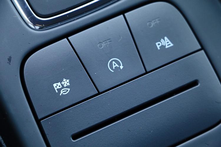 動態行車模式切換系統具備標準、省油、運動、防滑、雪地&沙地等模式。