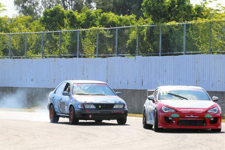 場地賽最刺激的地方就是車輛與車輛近距離的搏鬥。