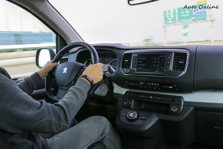 溫和的加速特性確保了全車乘員都能獲得最佳舒適體驗。