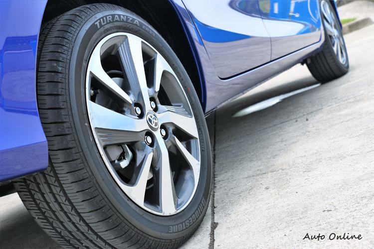 16吋雙色削切式鋁圈及四輪碟煞,讓整體帥氣度全面提升。
