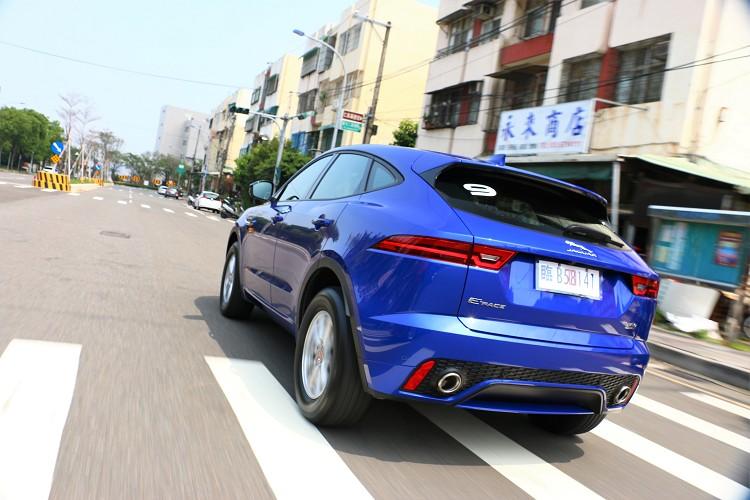 試駕車型為D150 R-Dynamic版本,採用多項造型細節升級。