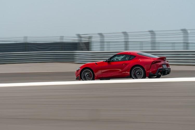 精準的轉向帶來犀利操控,靈活的車尾能輔佐進彎。