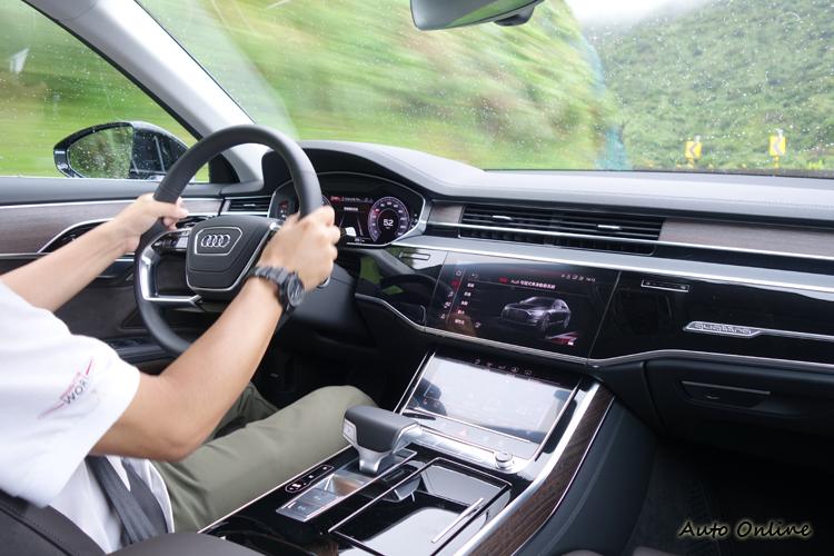 全轉轉向系統帶來了行車的舒適性和敏捷的高性能的兩全其美。