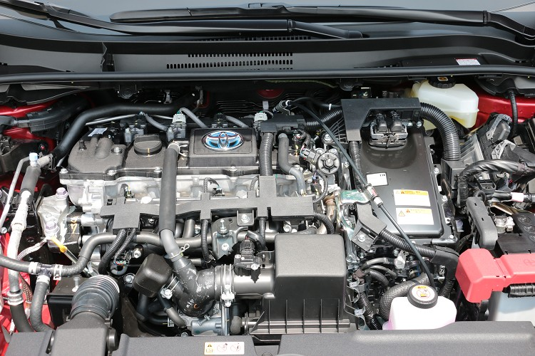 油電混合動力版本最大馬力96.5hp/5200rpm與14.5kgm/3600rpm最大扭力。電動馬達兩者相加之後,系統的綜效最大馬力為122hp。