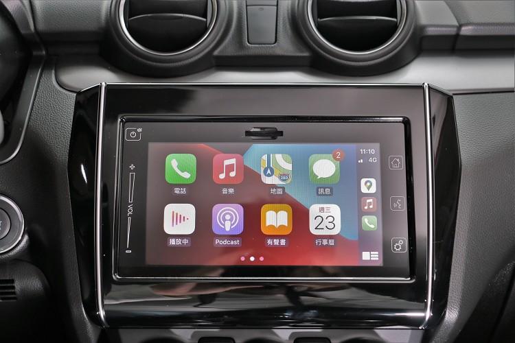 標準配備七吋螢幕支援Apple CarPlay。