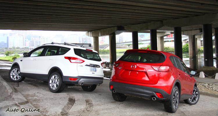 Ford Kuga領的是客貨車牌,稅率部分有絕對優勢,而Mazda CX-5為標準的客車牌,又是以進口方式在台灣販售,自然售價就會比國產車來的高一些。