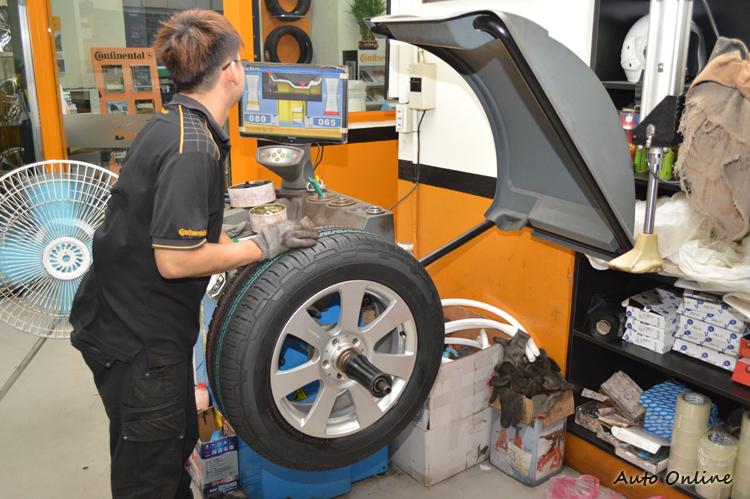 更換輪胎後,輪胎一定要做平衡,不然高速時會造成嚴重抖動。