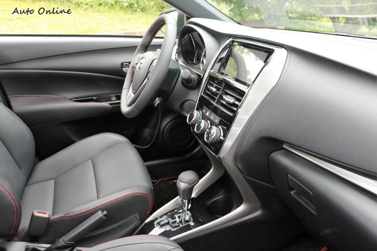 中控台有類似高端品牌NX車款的飾條造型。