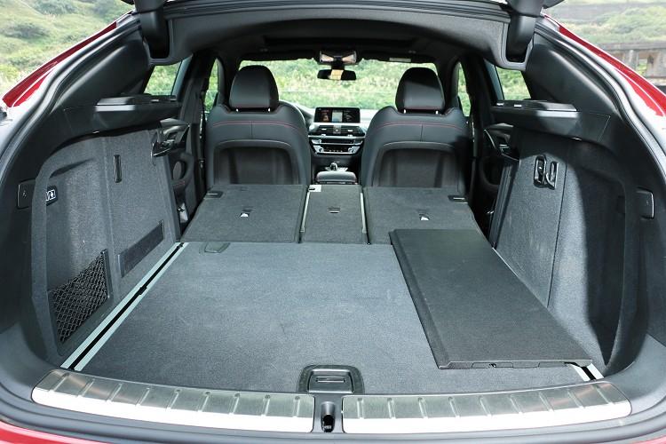 後廂載物空間可視需求從原有的525公升擴充至1430公升。