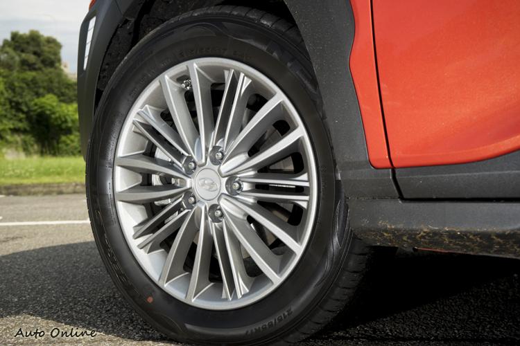 四驅車型為18吋圈,前驅車型則為17吋 。
