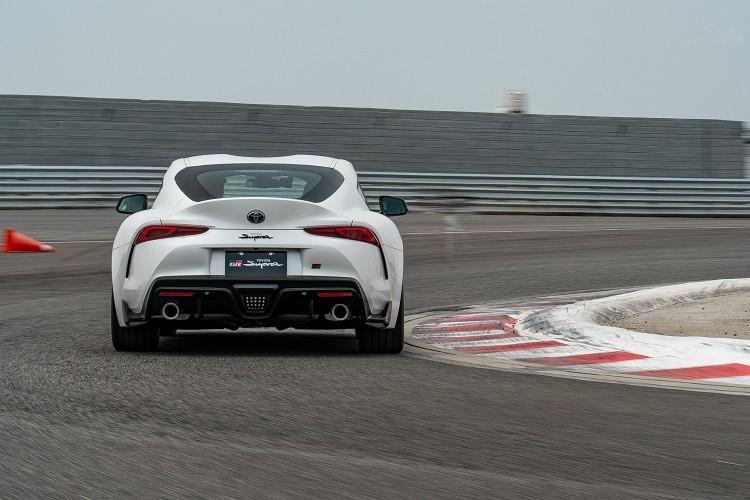 Supra有刻意調校向Soprty運動風格靠攏,尤其是動力輸出特性以及底盤懸吊,有想要超越BMW品牌風格的意思。