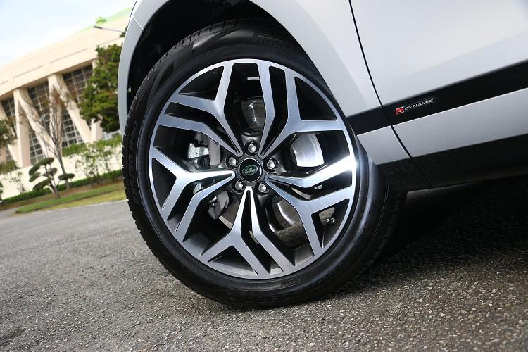 低扁平比的跑胎較適合行駛在鋪裝道路上。