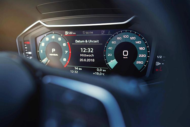 10.25吋全數位儀表板是全車系標準配備,另外還配置了8.8吋觸控螢幕,整合多項資訊娛樂功能。