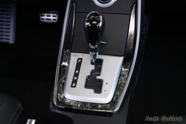 六速手自排變速箱附有手動換檔功能。