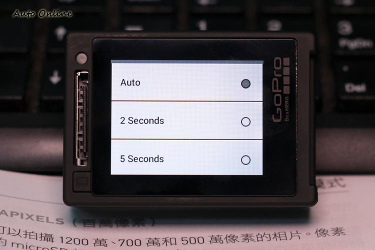 夜間拍攝模式經過韌體更新後,除了原有的快門間隔外,還新增自動快門與每2秒、每5秒的拍照間隔。