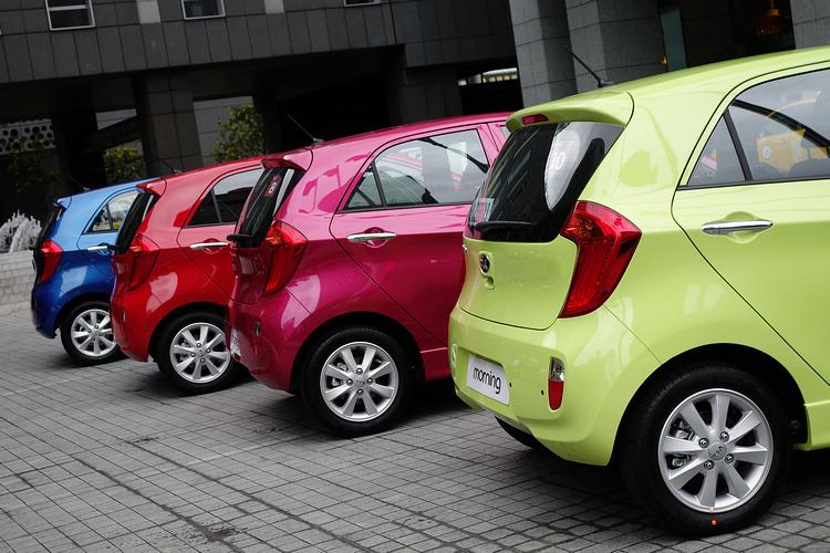 外觀不僅各個細節都極具設計感,繽紛鮮艷的車色也為造型加分。