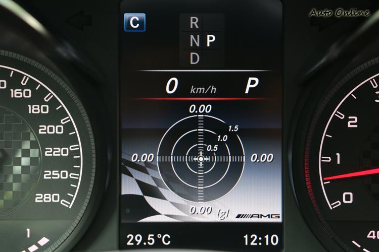 儀錶增加單圈計時、溫壓監視與G值計,不過43系列並沒有賽車起跑功能。