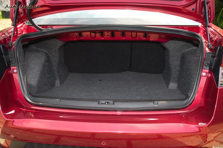 行李廂容量為391公升。