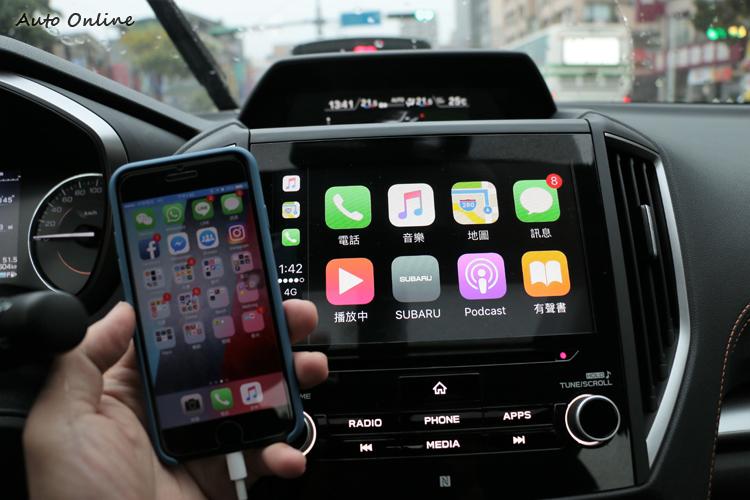 中控台上有8.0吋觸控智慧影音系統可完整支援Apple CarPlay® 車用系統。