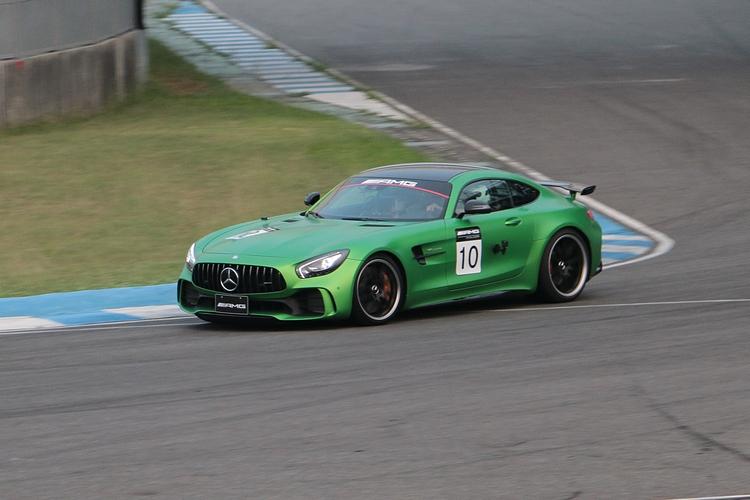 GT R的車重只有 1554 kg,擁有3.6秒起步破百、極速318kph的實力。
