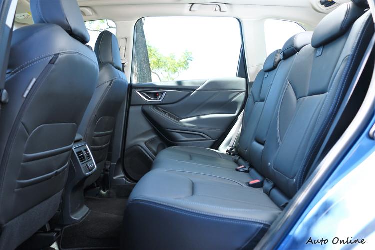 車格微微放大車室空間也更為寬敞,包括後座與行李廂空間均有提升。