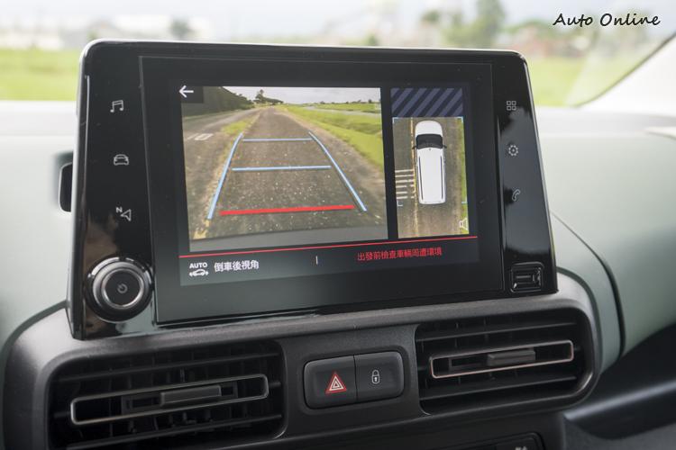 8吋觸控螢幕也整合了智慧手機顯示與環景顯示等功能。