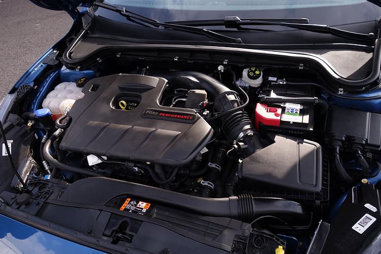 雙渦流渦輪增壓2.3L EcoBoost 280引擎,0-100km/h加速時間只需 6秒。