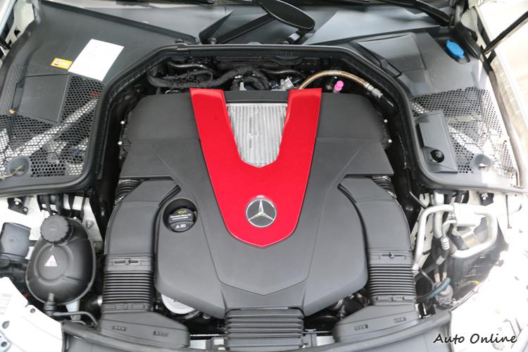 強勁的動力比起V8更容易掌控,顯露出這組六缸引擎成熟本色。