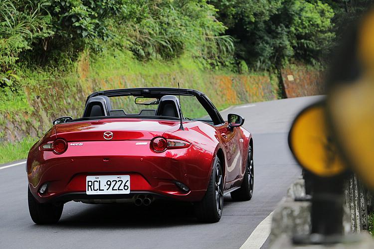輕量化是Roadster最經典的造車哲學,然而今日車壇能夠真正保有這項特色的卻越來越少。