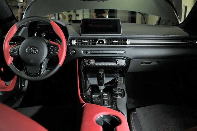 兩者在用料等及以及設計方面有著截然不同樣貌,但還是能看到散發BMW味道的零件。