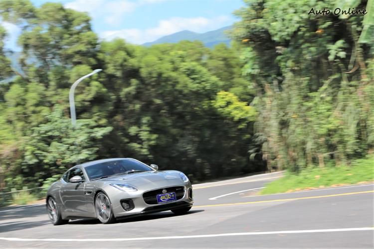 R-Dynamic運動化套件有助於提升跑車風味。