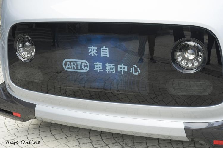 車外螢幕顯示行車相關資訊,未來在配置位置、資訊內容甚至是互動性上都會。再做改良。