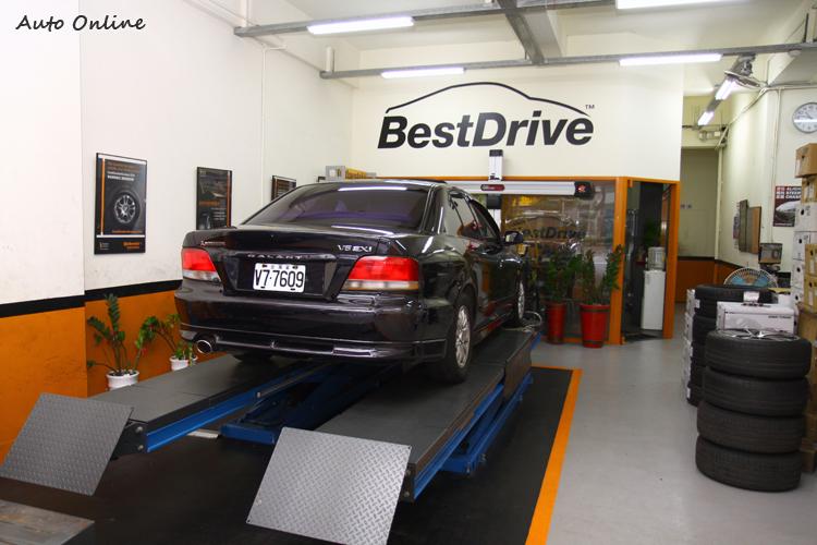 只要是馬牌輪胎直營點,店內都可以看BestDrive斗大字樣。