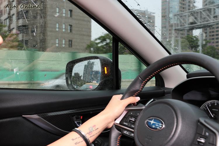 SRVD(SUBARU Rear Vehicle Detection)後方車輛偵測警示輔助系統,帶來額外的安全性與便利性。