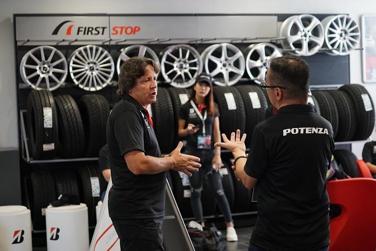 前F1車手Stefano Modena在活動上有問必答,如果你不問問題他還會生氣喔!