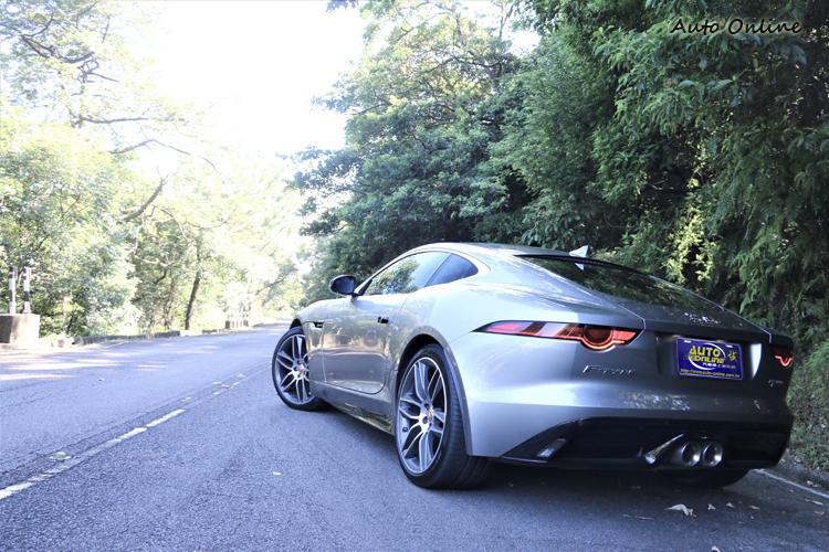 F-Type 3.0 Coupe RWD售價387萬元,打開網路搜尋400萬內的跑車選擇性很多。