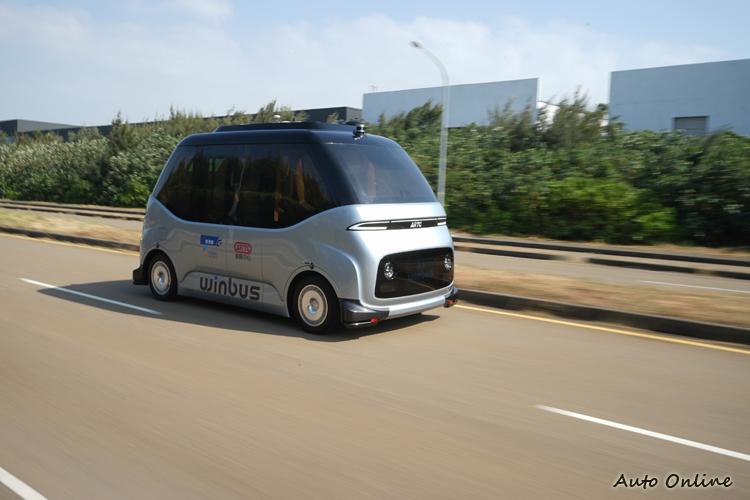 WinBus最大車速超過50km/h,可雙向切換行駛且為雙軸轉向與雙軸驅動。