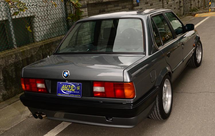 E30 318i在價格就相當親民,入手行情價大概在10萬元上下,看車輛狀況小幅度變動。