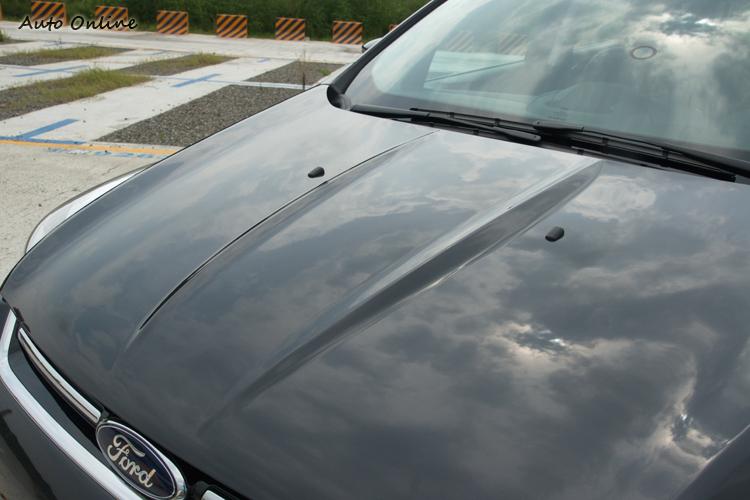 一些比較裝飾用折線設計不少,「做視覺」也變成現在SUV的課題...。
