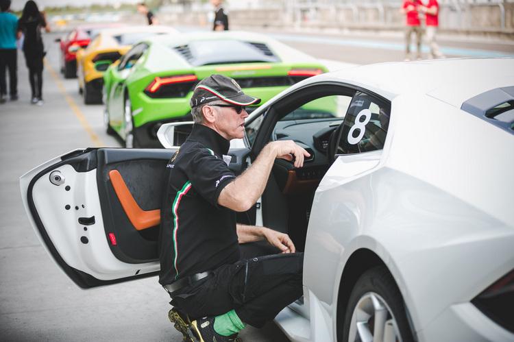 活動安全指導總教練Peter Mueller繼2014年的Huracan LP610-4賽道體驗活動後再次來台,不斷提醒駕駛者不要進行超過車輛與技術極限的行為。