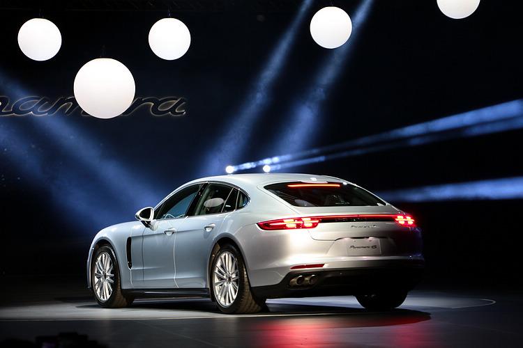 新世代車型的外觀最大特點在於完全展現出保時捷經典跑車的各項特徵,更能貼近原廠所欲標榜的GT跑車風範。。